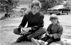 Jakob when he was small with his dad Bob Dylan.