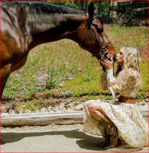teddi jo mellencamp kissing horse's nose