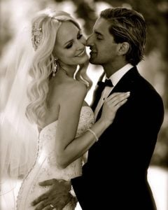 Jane and Joey click their picture on their wedding day