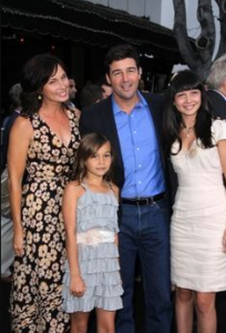 Kyle Chandler with his wife and two daughters.