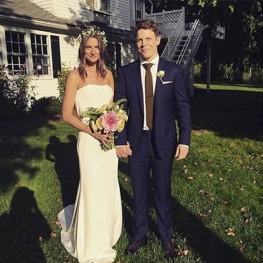 Wedding picture of Lauren DeLeo and Jake Lacy.