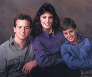 Luke Bryan with her brother Chris(left) and sister, Kelly at an early age.