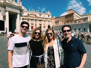 Alexandra took a picture with her family while traveling to Vaticano, Roma