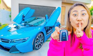 Lizzy took a picture with bmw I8