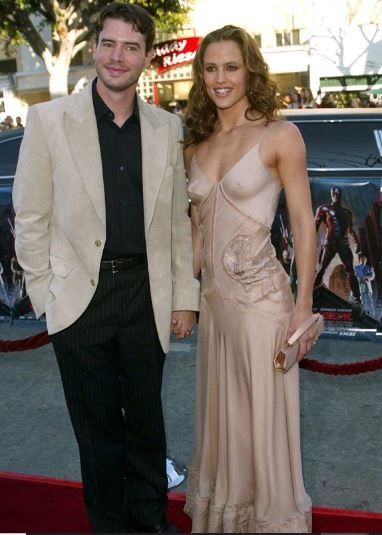 Scott Foley and his ex-wife Jennifer Garner appeared together in 2003 at Daredevil film premiere in LA