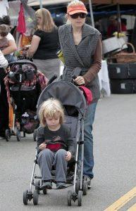 Oliver Elfman with his mother, Bridget Fonda.