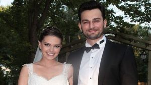 Birkan took a picture with his former wife Asli during their wedding ceremony