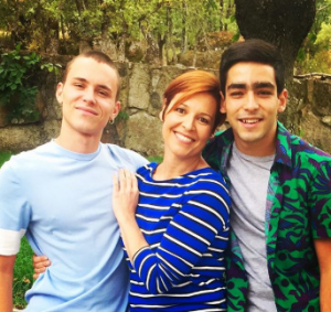 Elisabet took a picture with her co-stars Omar and Aron