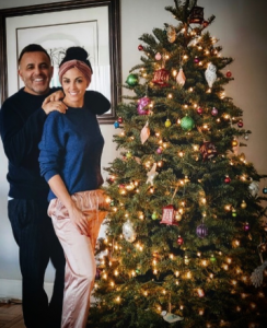 Kellie and her boyfriend Lorenzo took a picture during Christmas