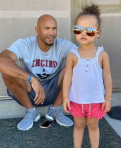 Stephen took a picture with her daughter