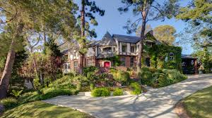 The couple sold their house at Los Feliz in 2004 with a real estate price of $2.899 million.