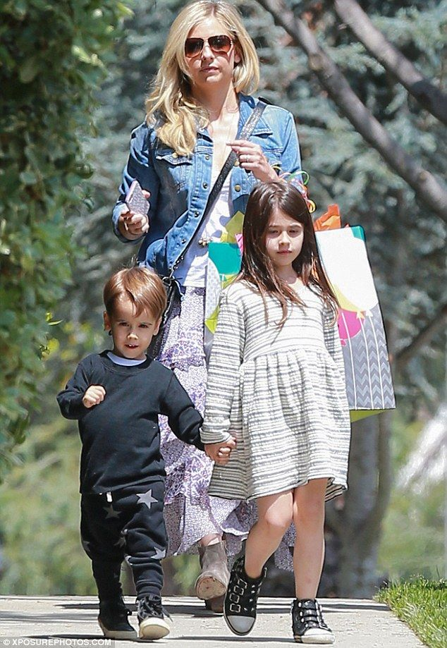 Sarah Michelle Gellar with her children