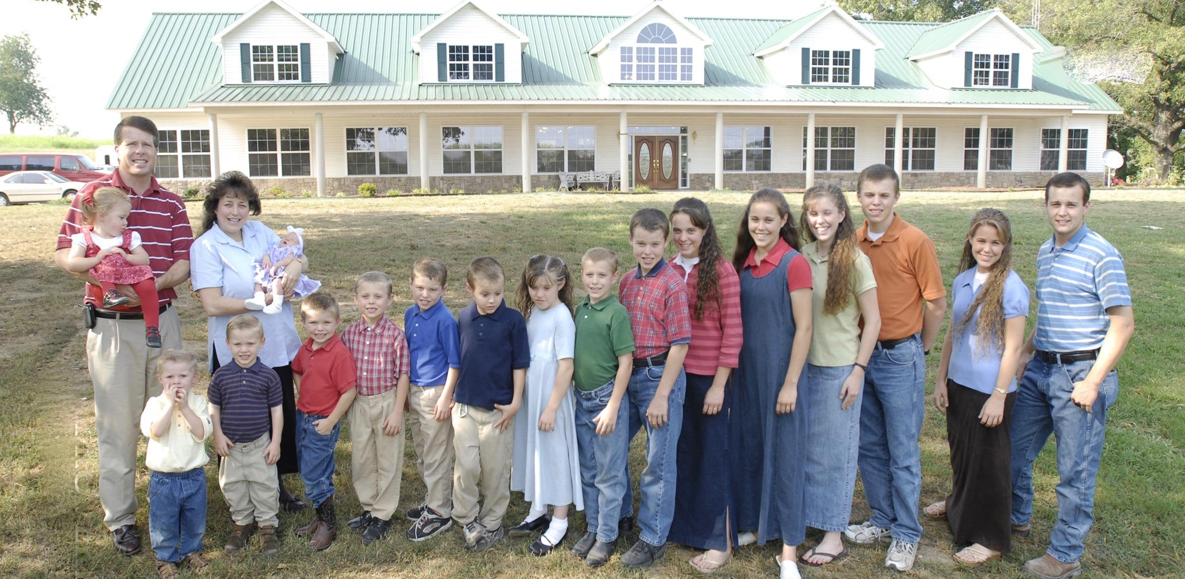 Joy-Anna Duggar Forsyth with her parents and siblings