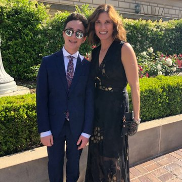 Cohen took a picture with his mother