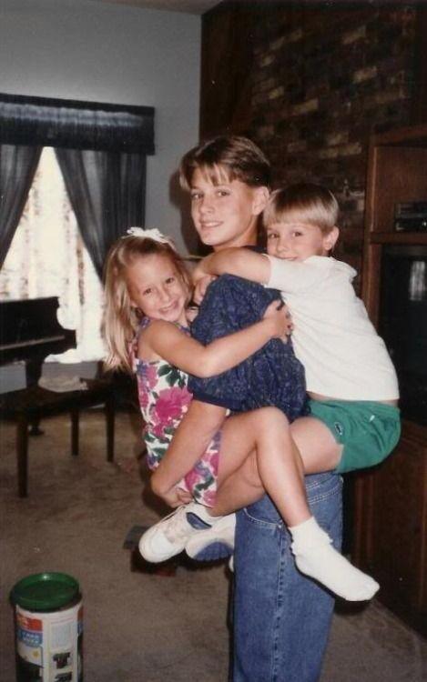 Mackenzie Ackles with her siblings